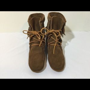 Women's Minnetonka Boots Size 8
